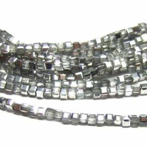 Glasperlen Strang silbrig glänzende winzige Würfel 2,5 mm
