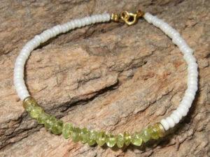 Armband mit Peridot Perlen