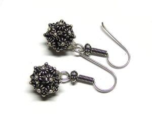 Ohrringe aus Silberperlen und 925er Schmuckkomponenten